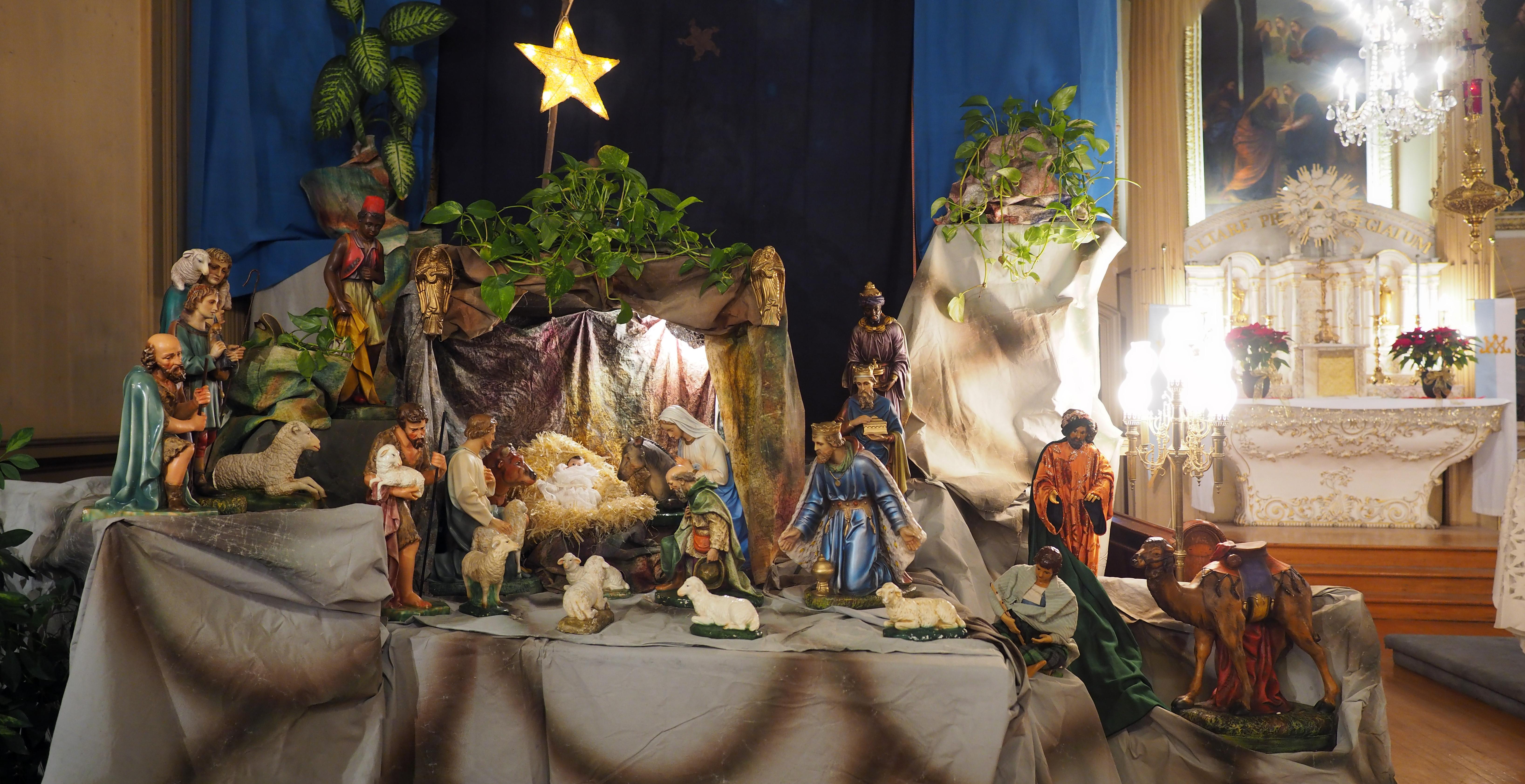 Fichier:Crèche de Noël, église de la Visitation. — Wikipédia