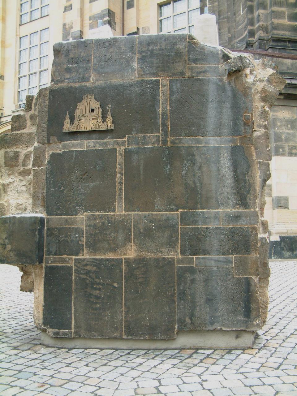 Dresden.Frauenkirche.Kuppelfragment.JPG