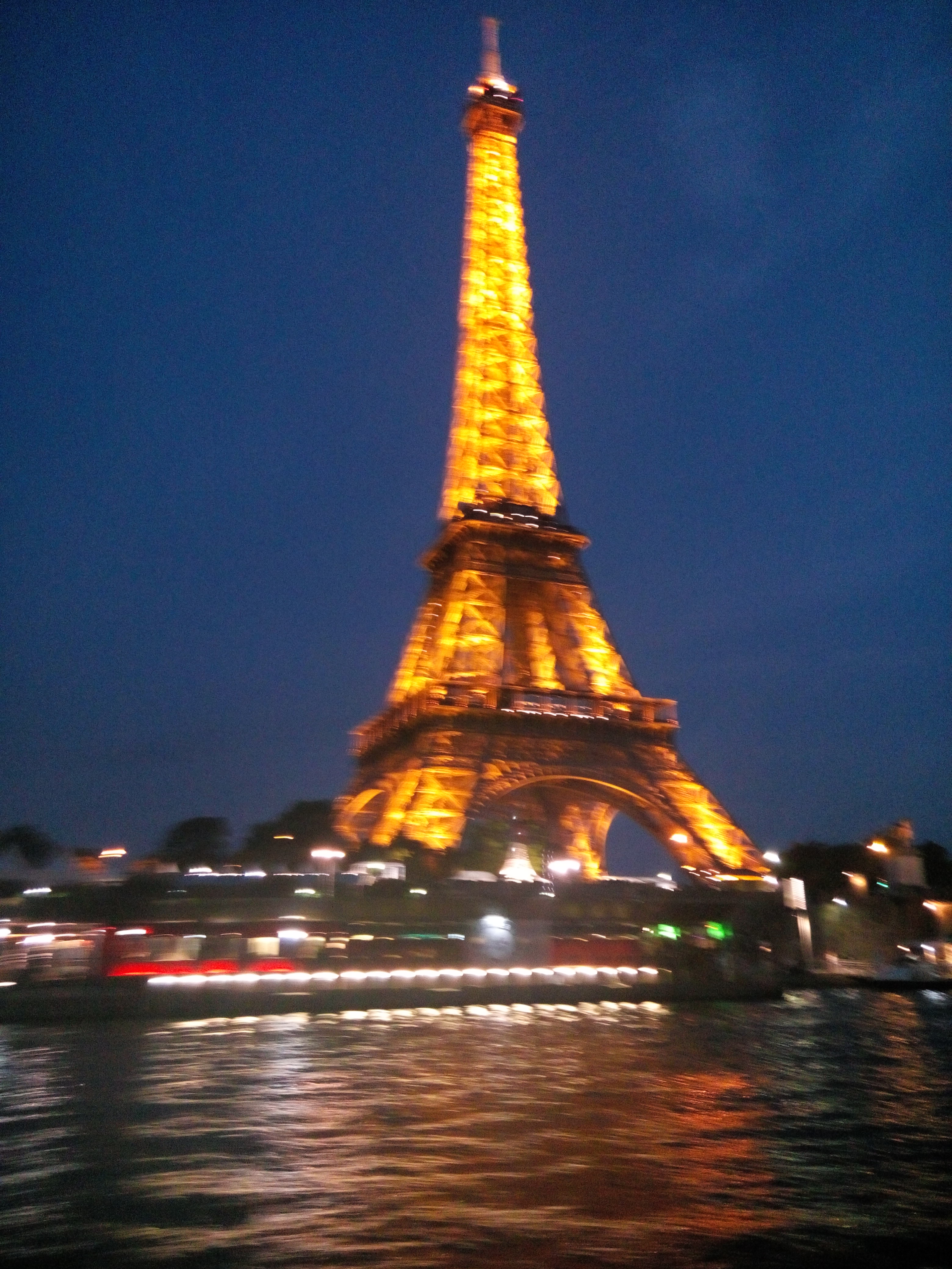 File Eiffel Tower At Night Awesome Lights Jpg Wikimedia Commons