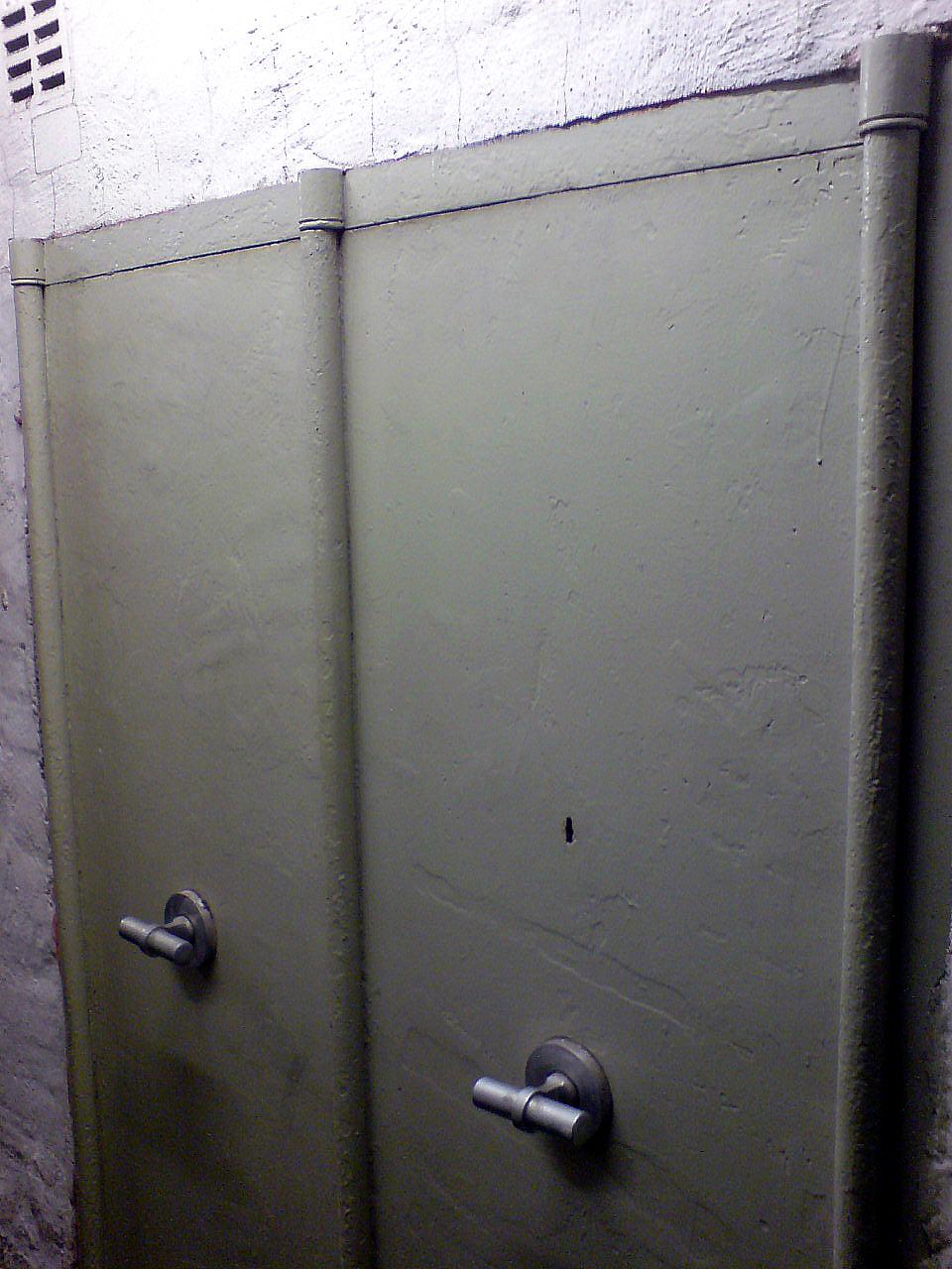 File Eingebauter Schrank Tresor Im Keller Von Wilh Boetticher