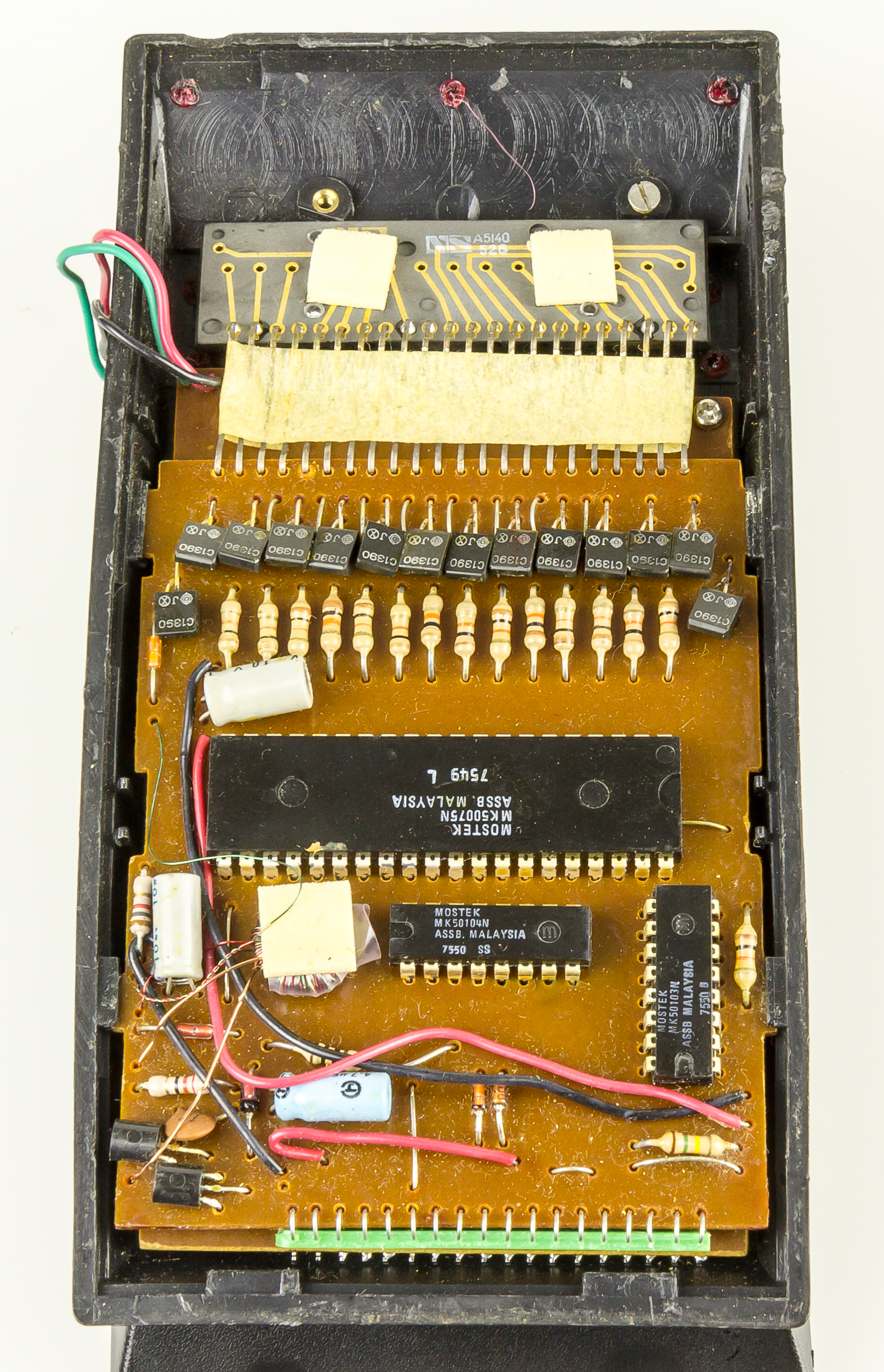 File:Electronic calculator Privileg SR 54 NC - case opened-2330.jpg