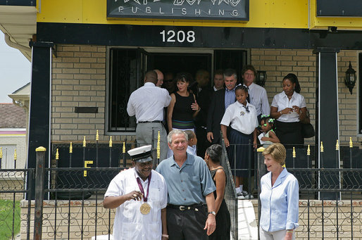 File:Fats Domino, George W. and Laura Bush, Lower 9th Ward of New Orleans, Louisiana - 20060829.jpg