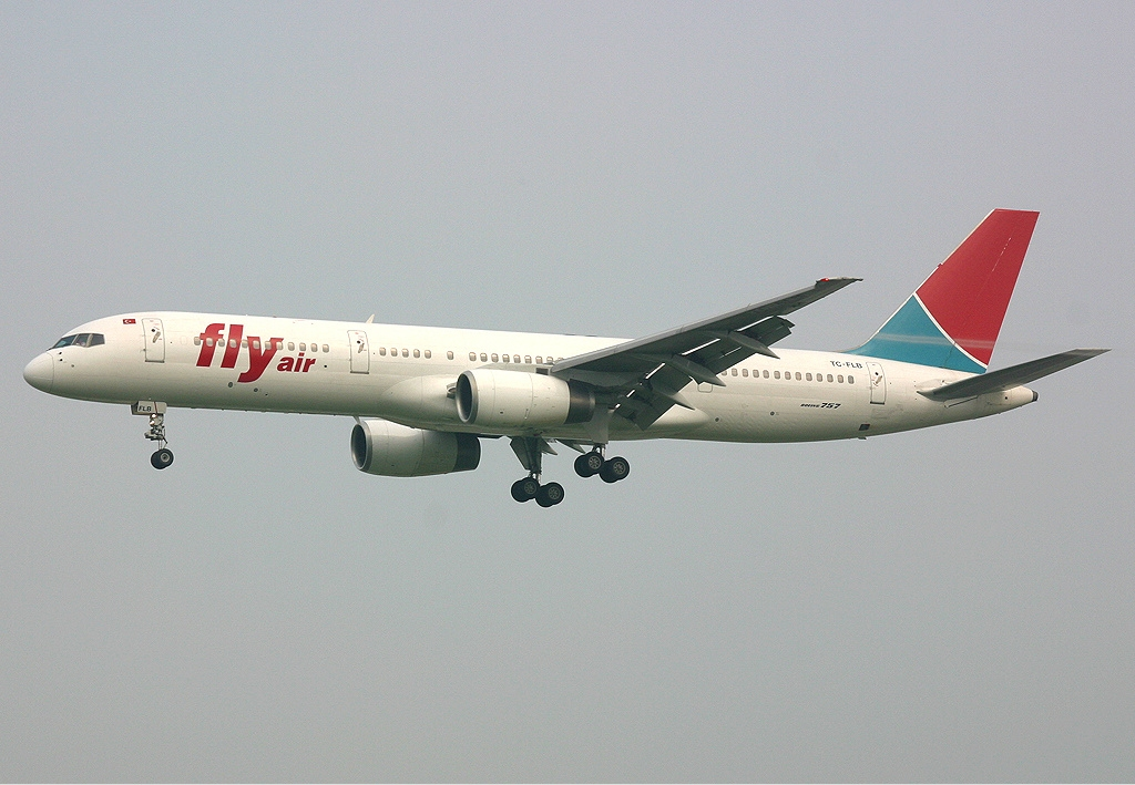 File Fly Air Boeing 757 Spijkers jpg Wikimedia Commons
