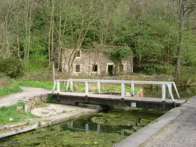 Footbridge over the Cromford Canal - geograph.org.uk - 778173
