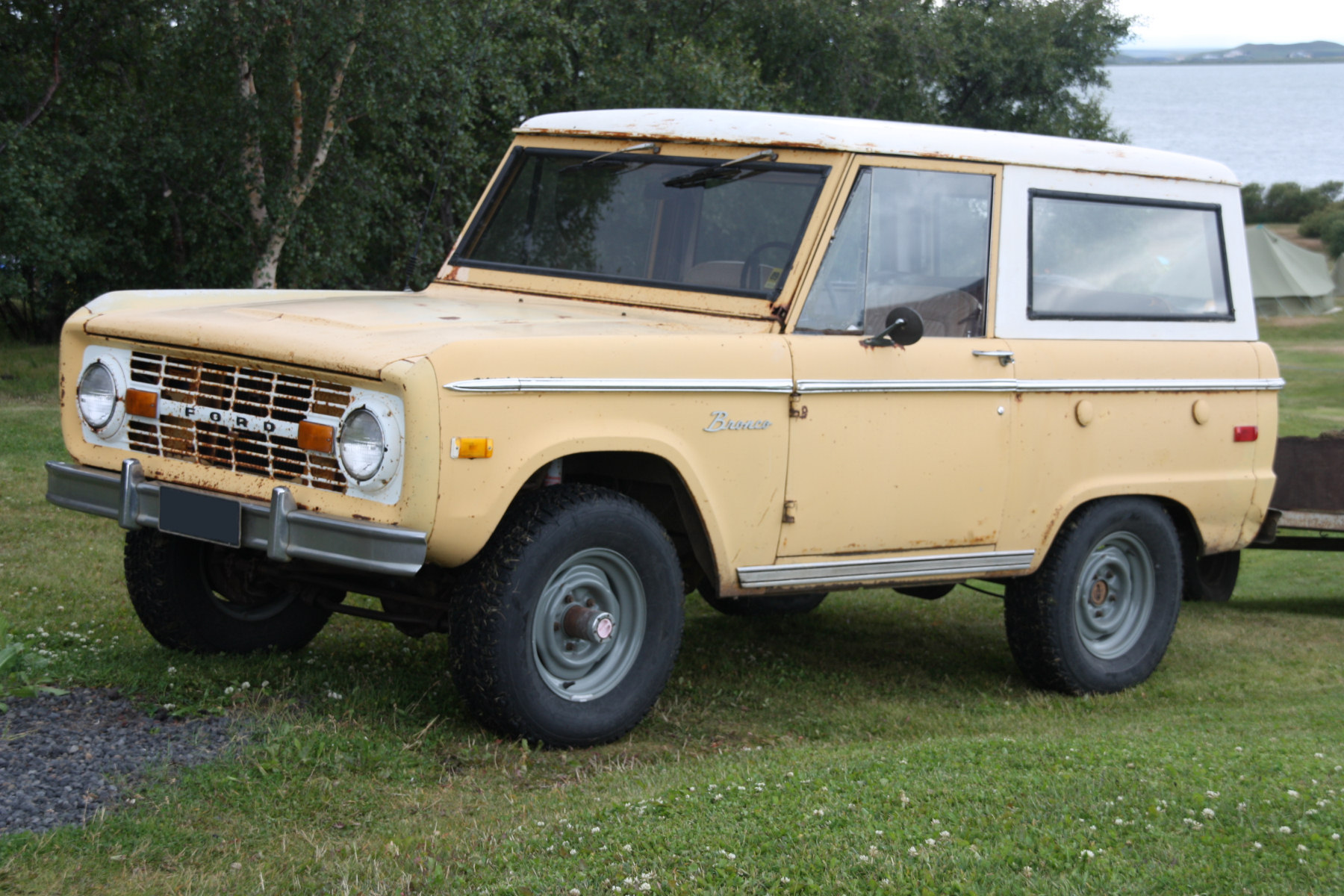 File Ford Bronco In Reykjahlid Iceland Jpg Wikipedia