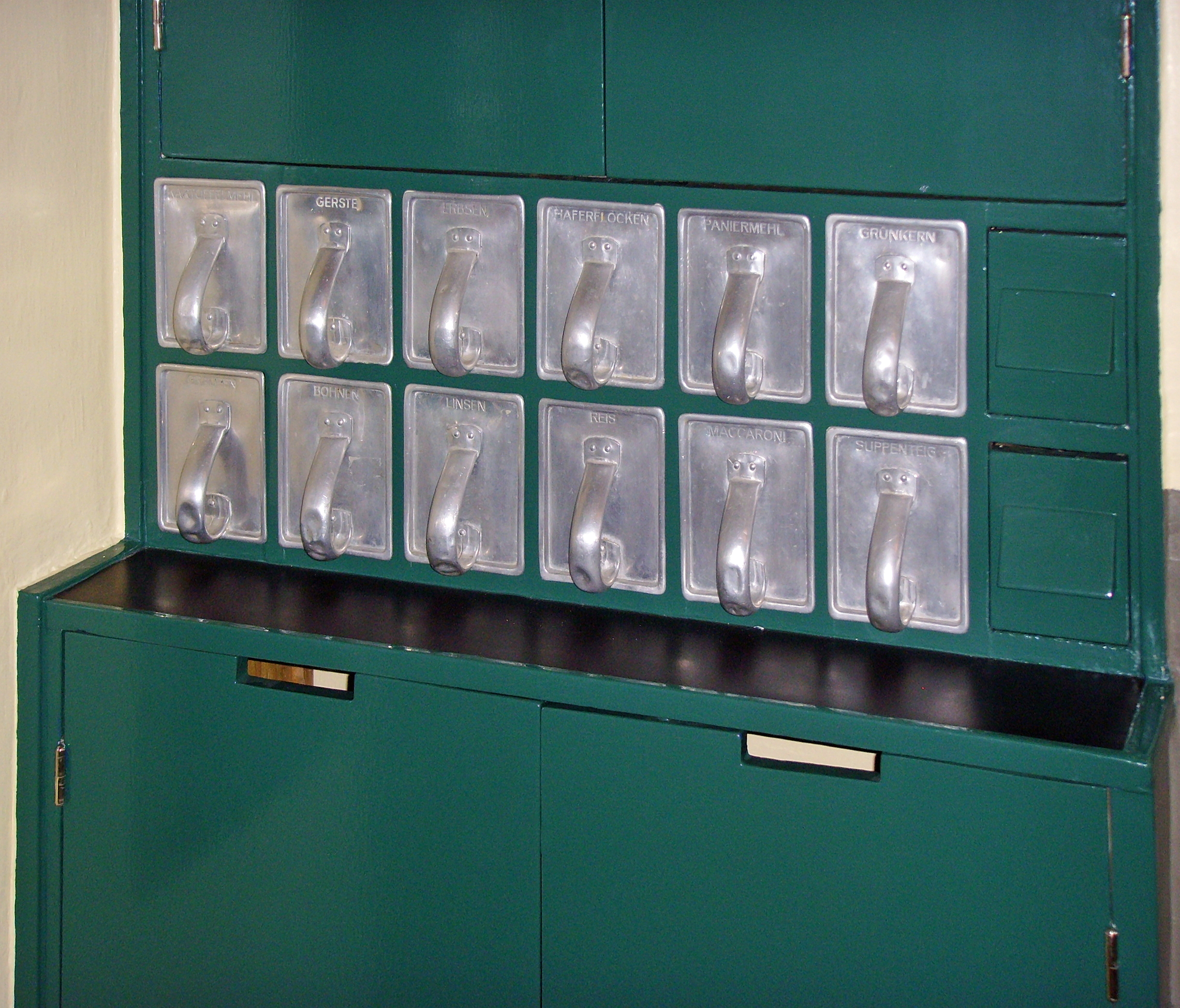 File:Frankfurt-Kitchen, Drawers (3).jpg - Wikimedia Commons