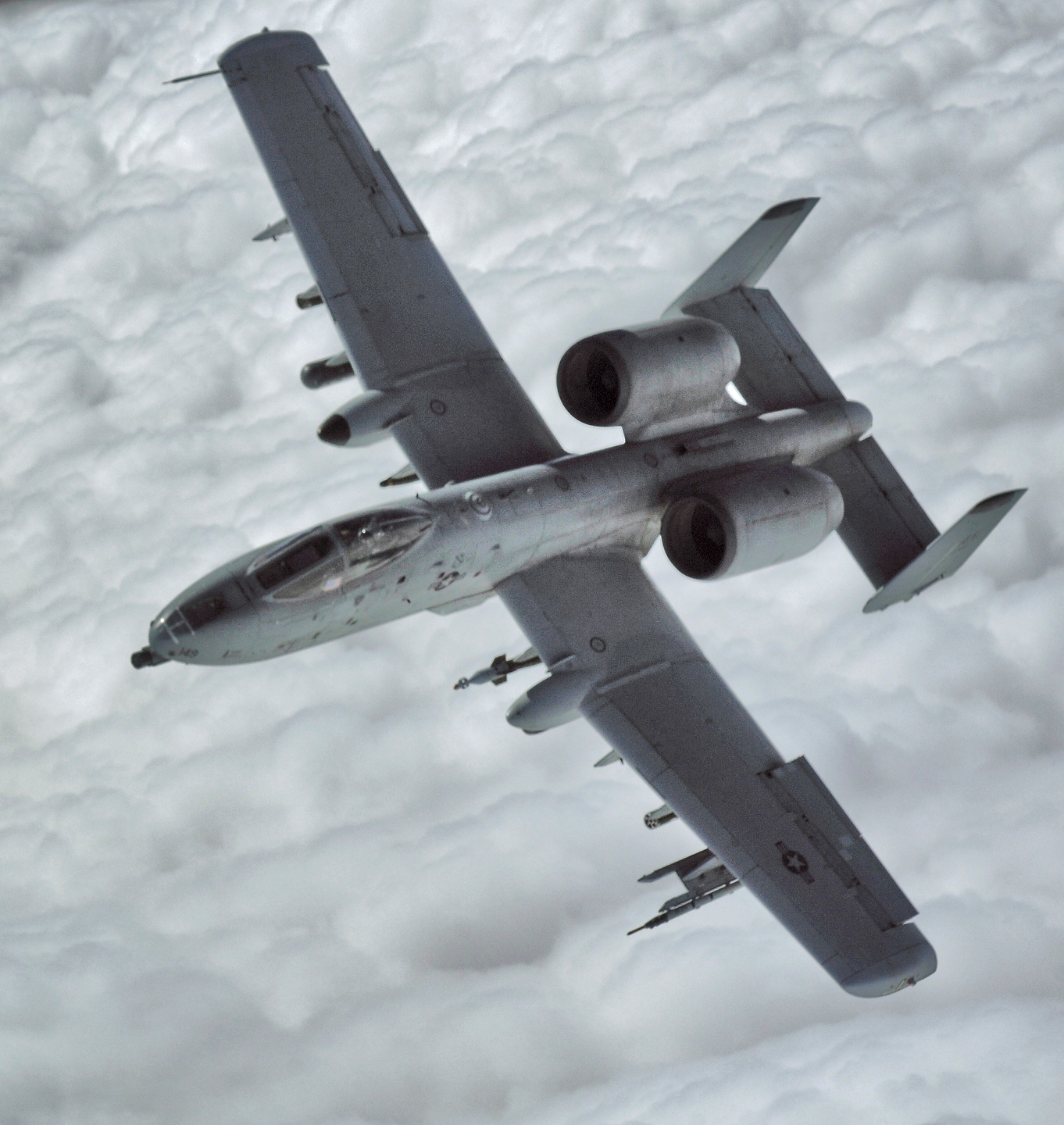 Description Heavily armed A10 warthog ground support aircraft.jpg