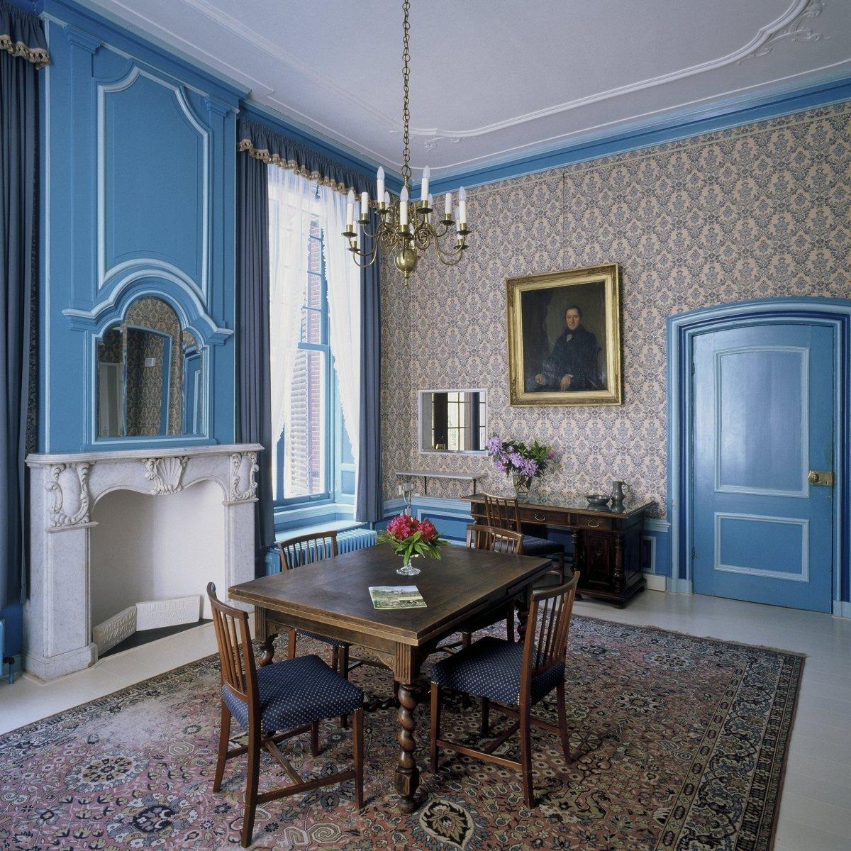 File interieur blauwe kamer arnhem 20424525 for Kamer interieur