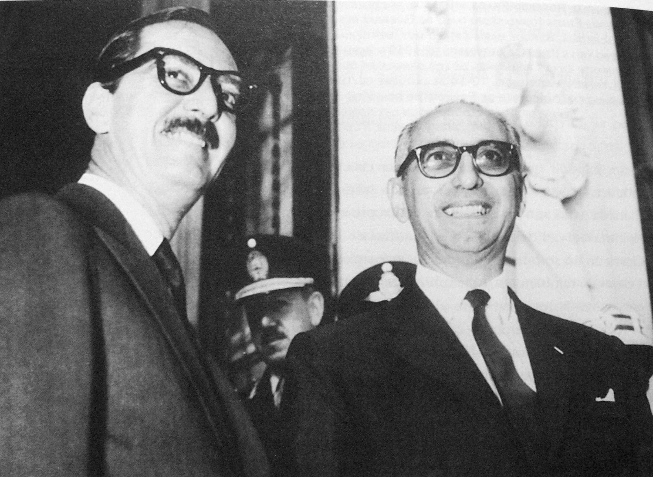 El presidente de Brasil, Jânio Quadros (a la izquierda) y el presidente de Argentina, Arturo Frondizi (a la derecha). Ambos presidentes fueron derrocados muy poco después de concretarse su respectiva reunión con el Che. En ambos casos los militares golpistas pusieron como excusa la reunión con el guerrillero.