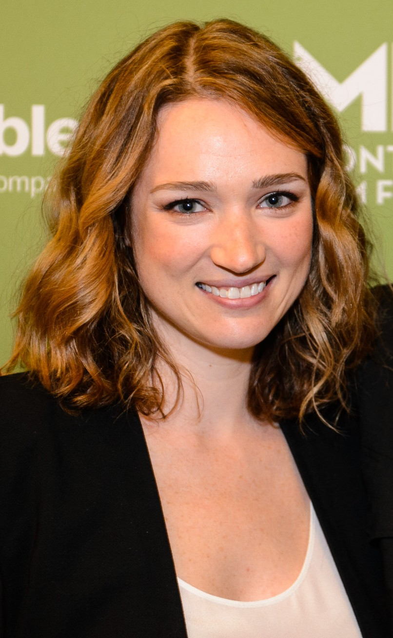 Kristen Connolly earned a  million dollar salary, leaving the net worth at 5 million in 2017