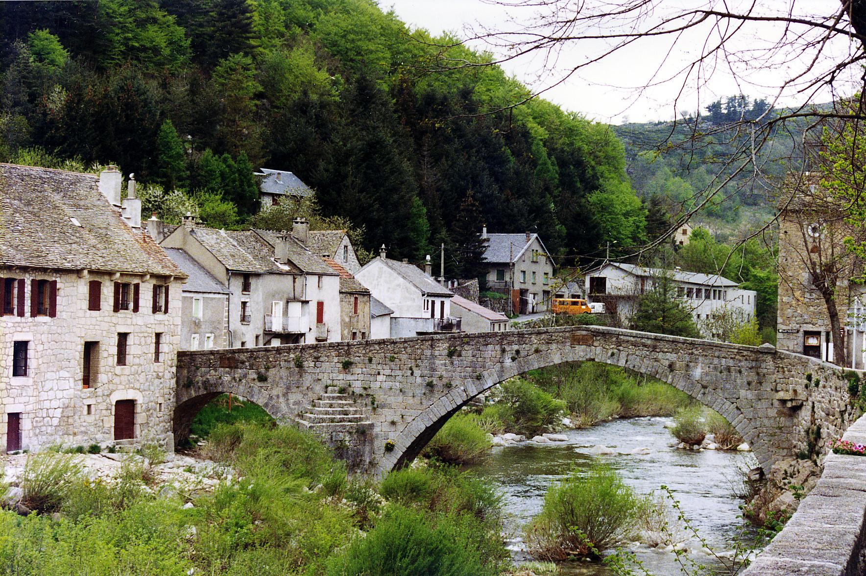 File le pont de montvert wikimedia commons - Mas dans les cevennes ...