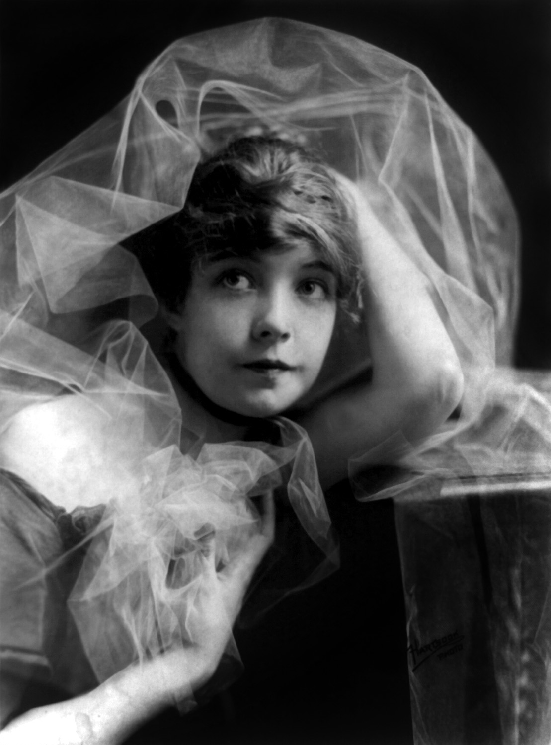 File Lillian Gish 1 Jpg Wikimedia Commons