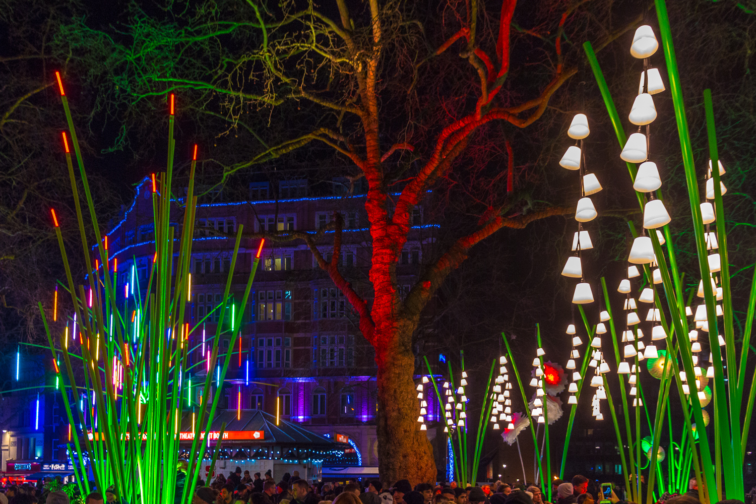 https://upload.wikimedia.org/wikipedia/commons/5/50/Lumiere_London_2016.jpg