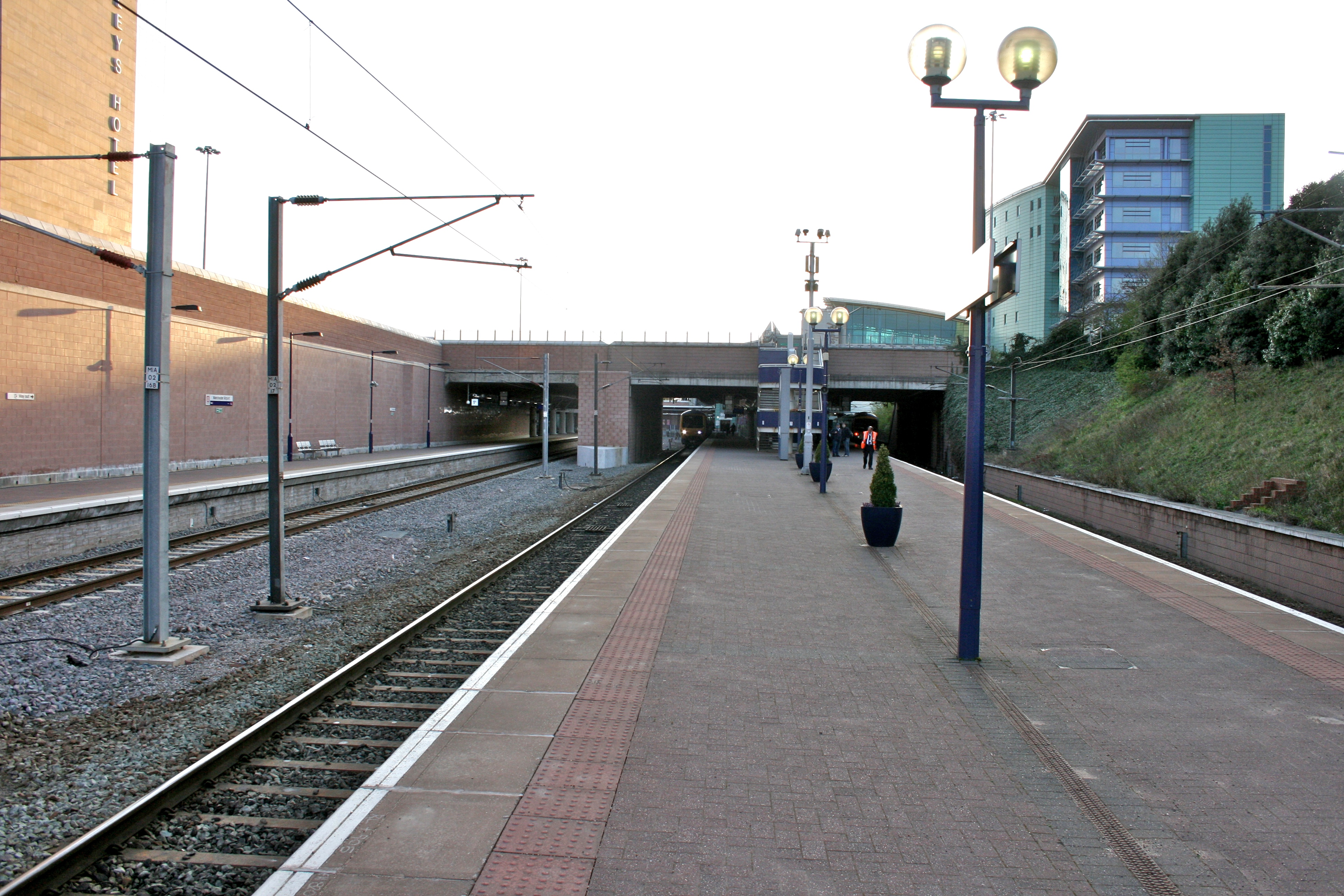 File:Manchester Airport Railway Station jpg - Wikimedia Commons