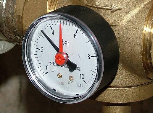 манометр установленный на подводной лодке показывает