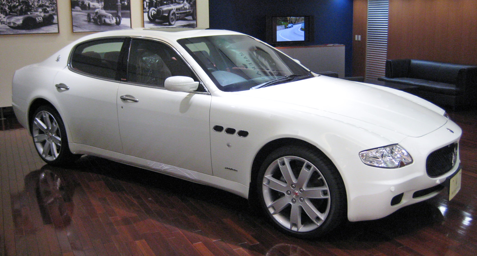 file maserati quattroporte v 01 jpg wikipedia. Black Bedroom Furniture Sets. Home Design Ideas