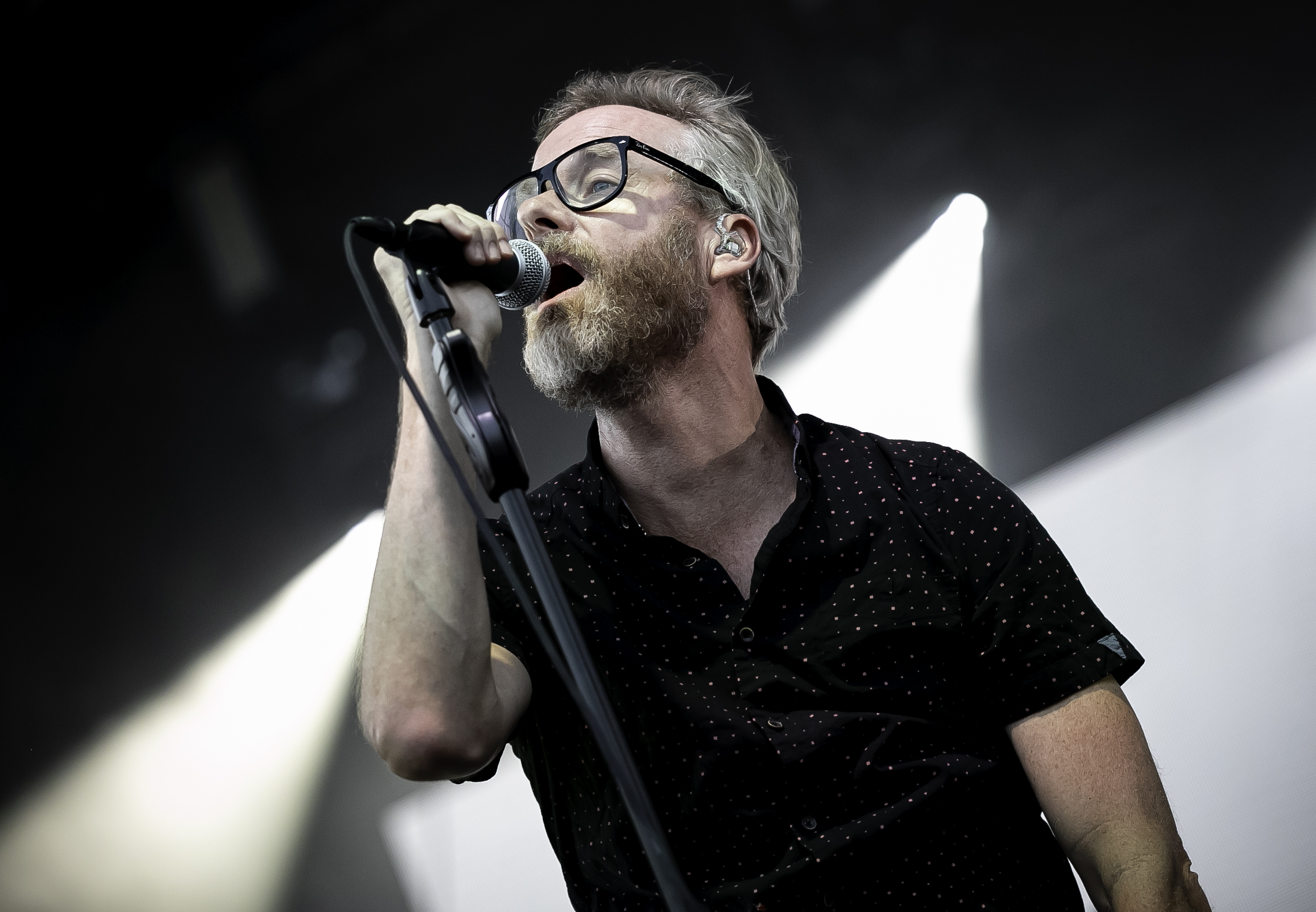 The 47-year old son of father (?) and mother(?) Matt Berninger in 2020 photo. Matt Berninger earned a unknown million dollar salary - leaving the net worth at 0.5 million in 2020