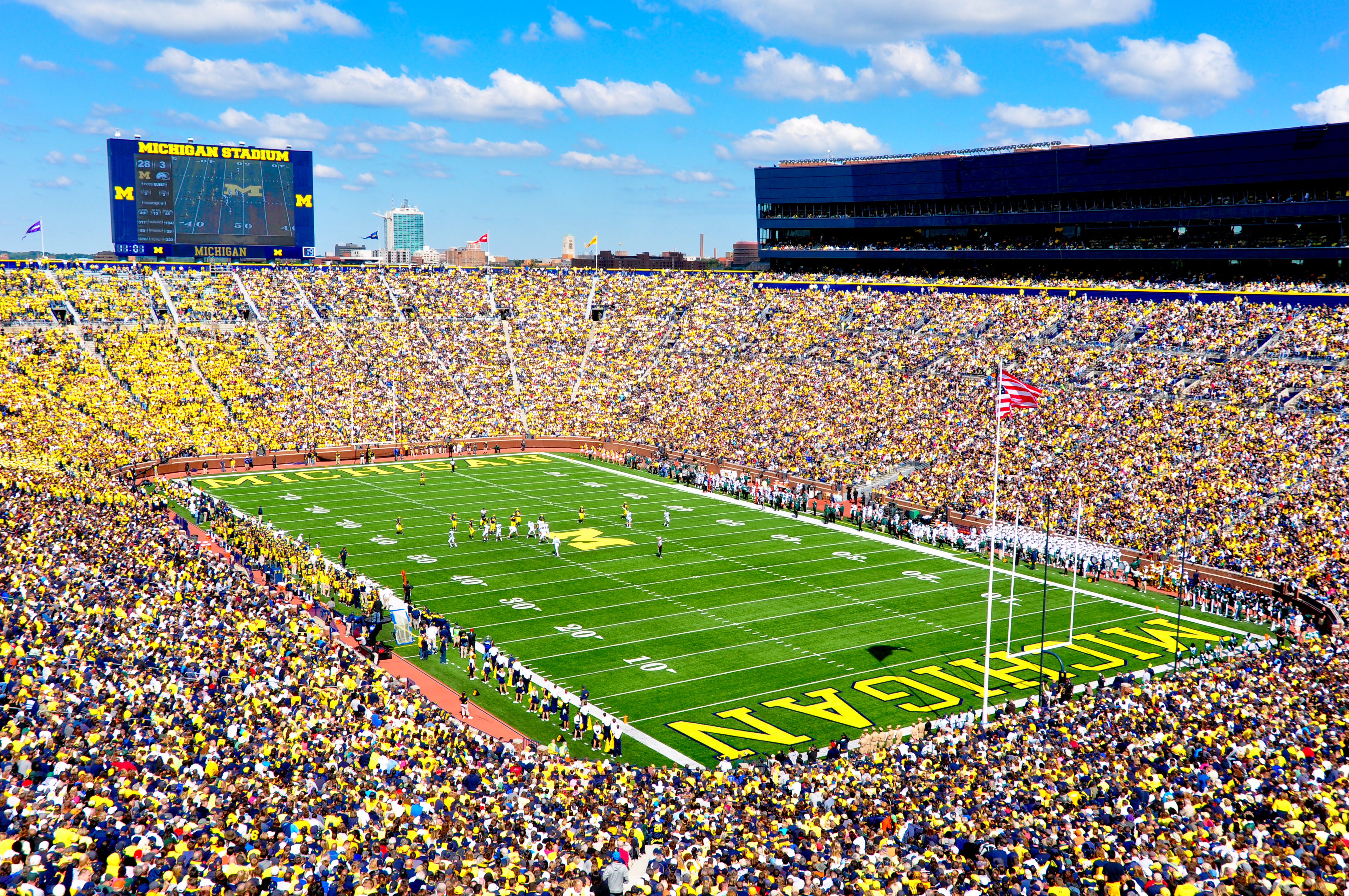 File:Michigan Stadium Sept 17,2011.jpg - Wikipedia