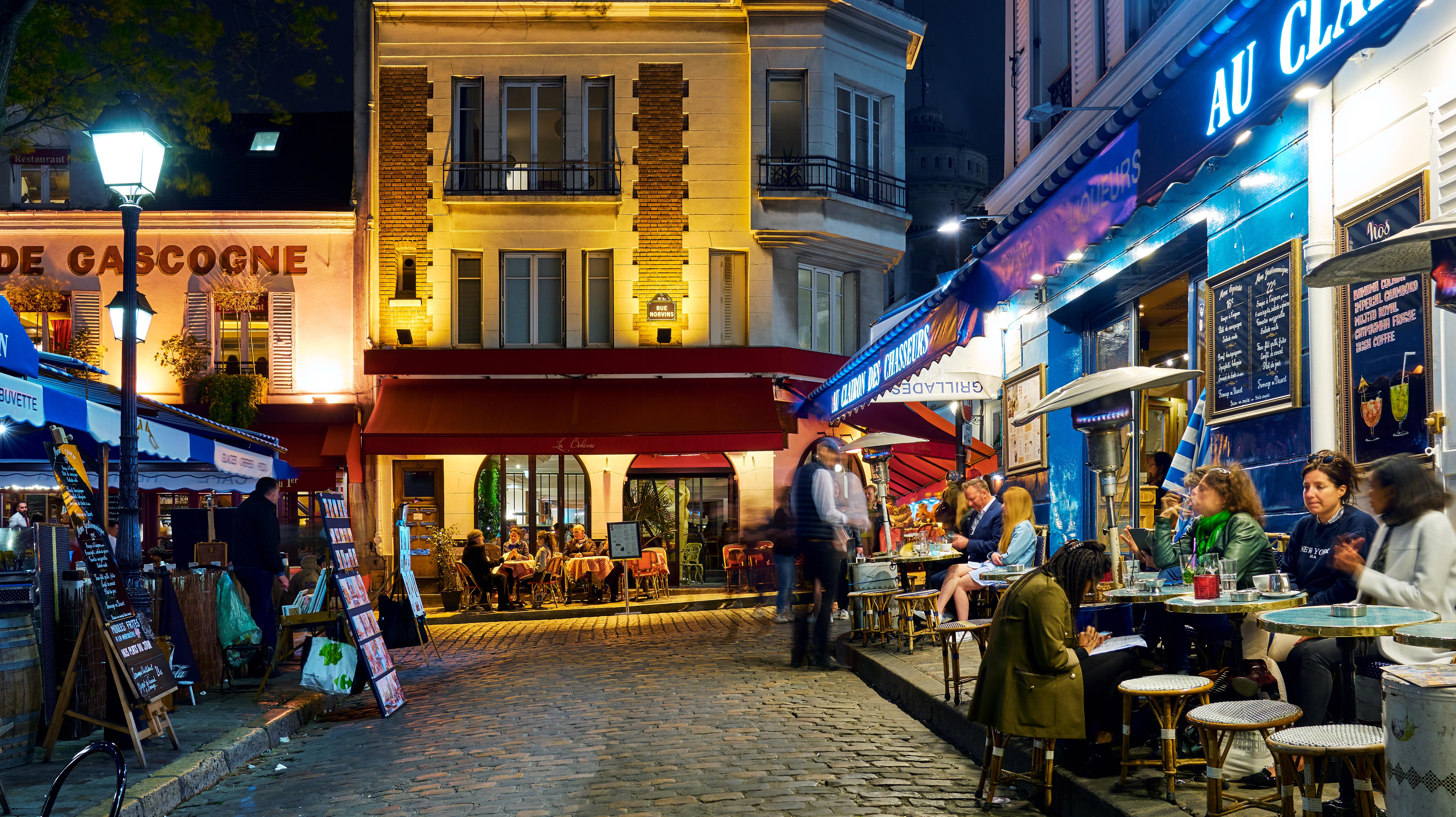 File Montmartre Restaurants Paris 27 April 2018 Jpg Wikimedia Commons