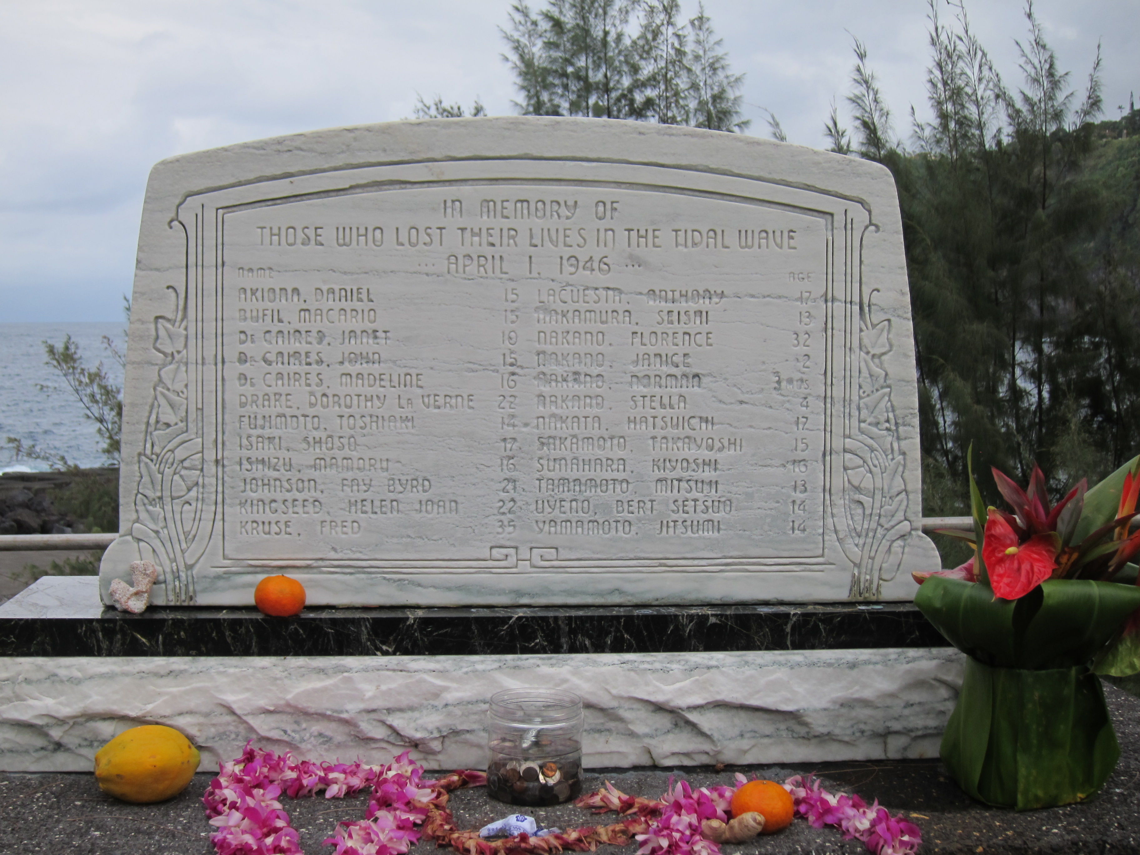 file monument to the victims of tsunami at laupahoehoe