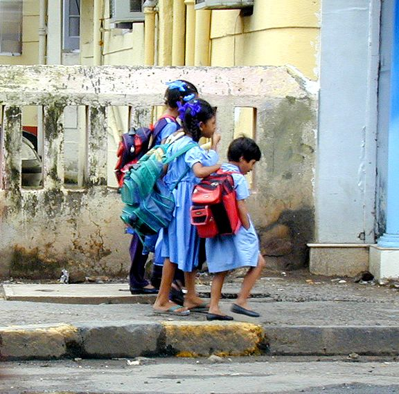 Fichier:Mumbai schoolkids.jpg