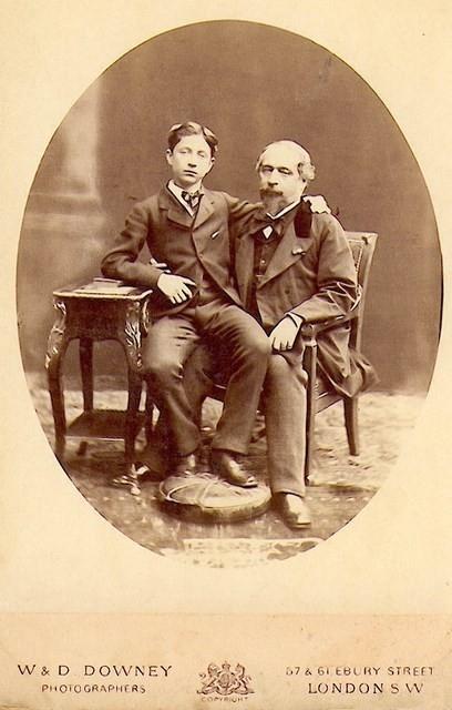 Napoléon III et son fils en exil à Londres en 1872. Photographie du studio William et Daniel Downey à Londres.