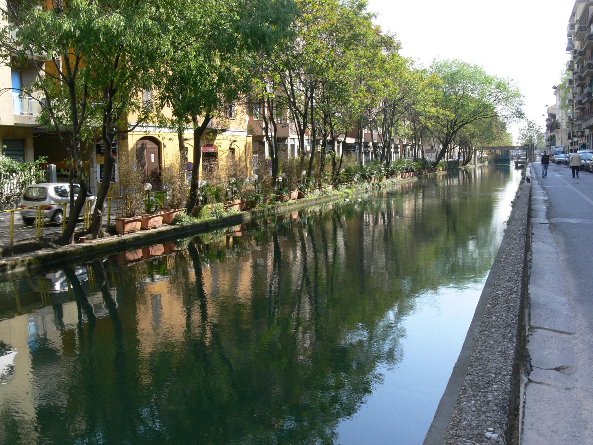 Naviglio pavese a Milano.jpg
