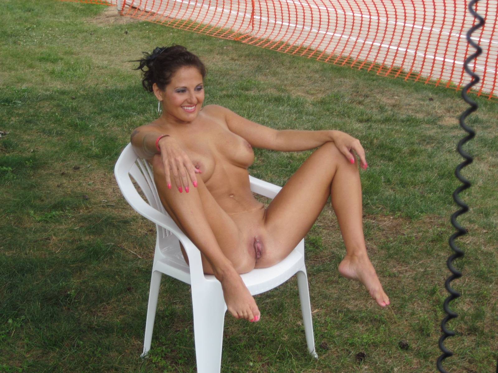 Women nude in cum