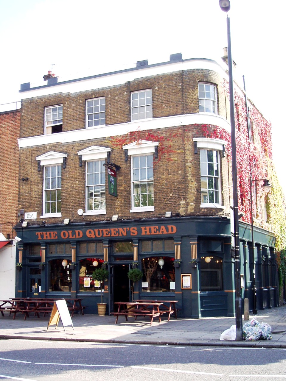 the old queens head wikipedia. Black Bedroom Furniture Sets. Home Design Ideas