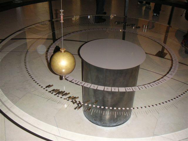 File:Pendule de Foucault au musee des arts et metiers.jpg