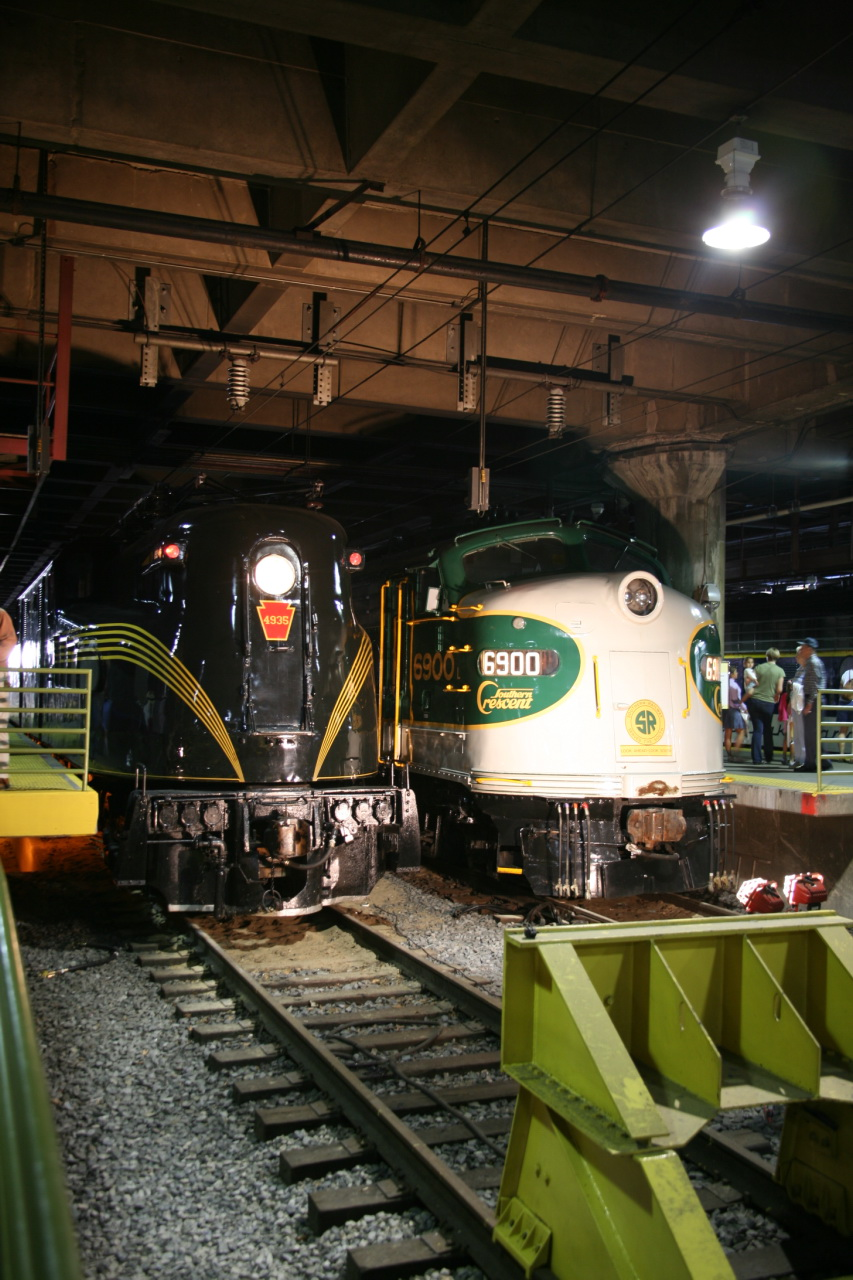 Great City Cars >> File:Pennsylvania Railroad GG1 4935 & Southern Railway E8 6900 (2970941404).jpg - Wikimedia Commons