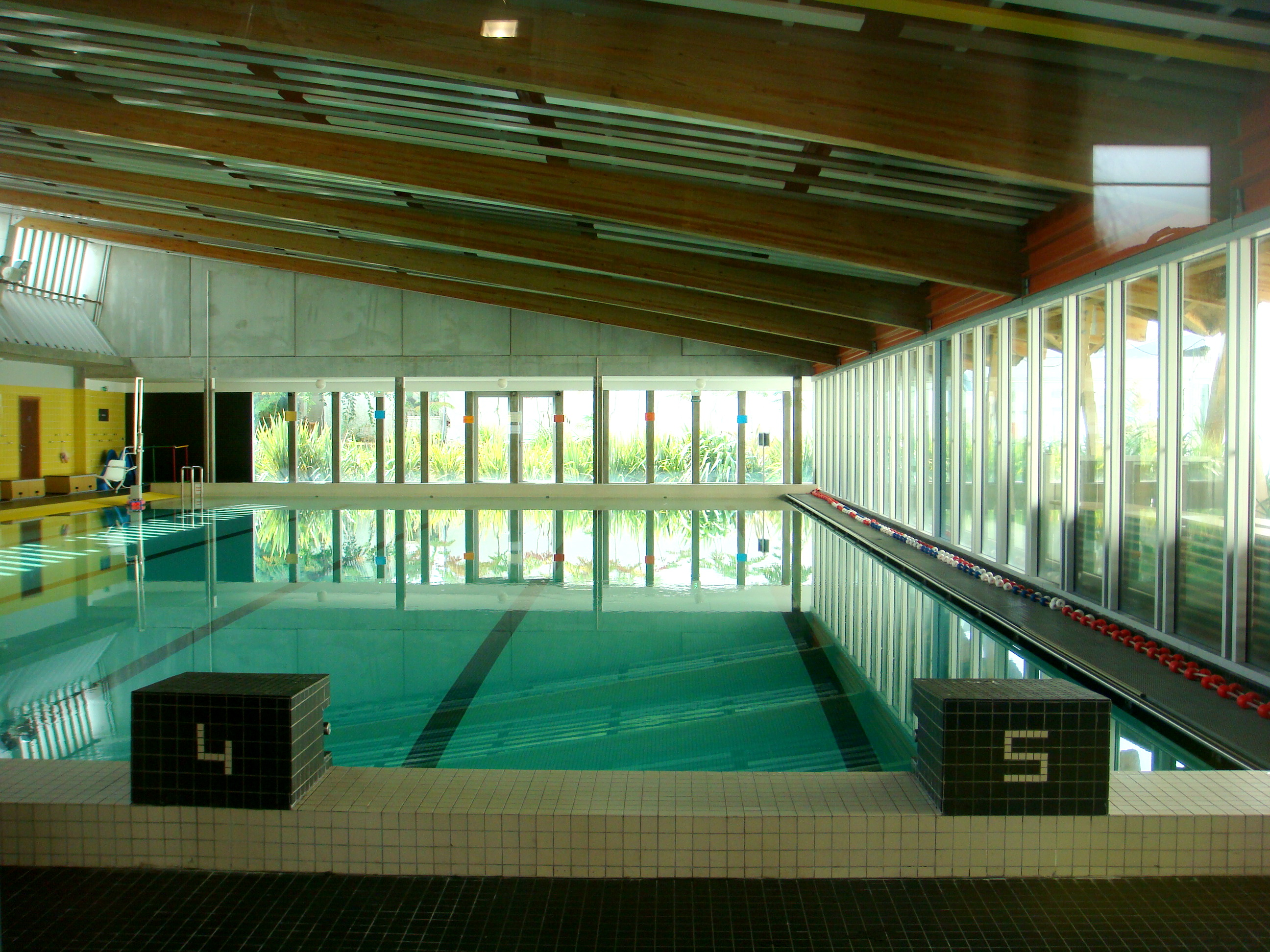 File piscine b gles int wikimedia commons - Piscine municipale begles ...