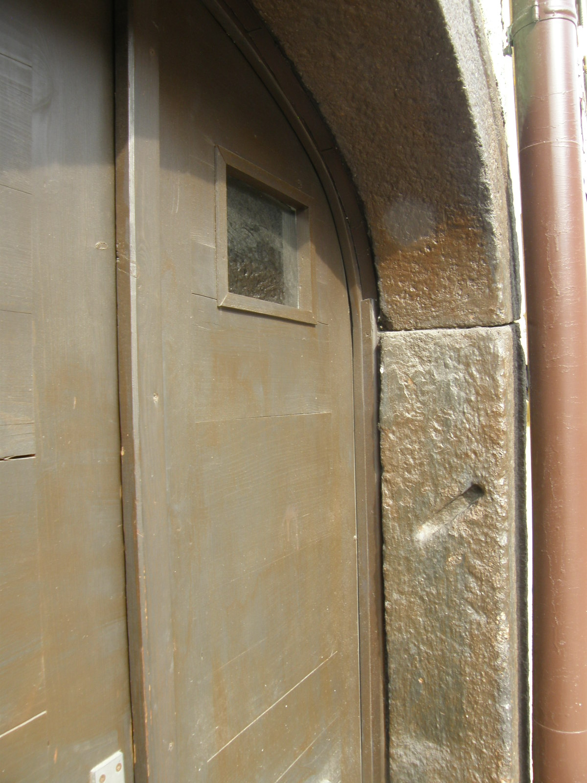 FilePlace for a mezuzah on the stone doorframe.JPG & File:Place for a mezuzah on the stone doorframe.JPG - Wikimedia Commons
