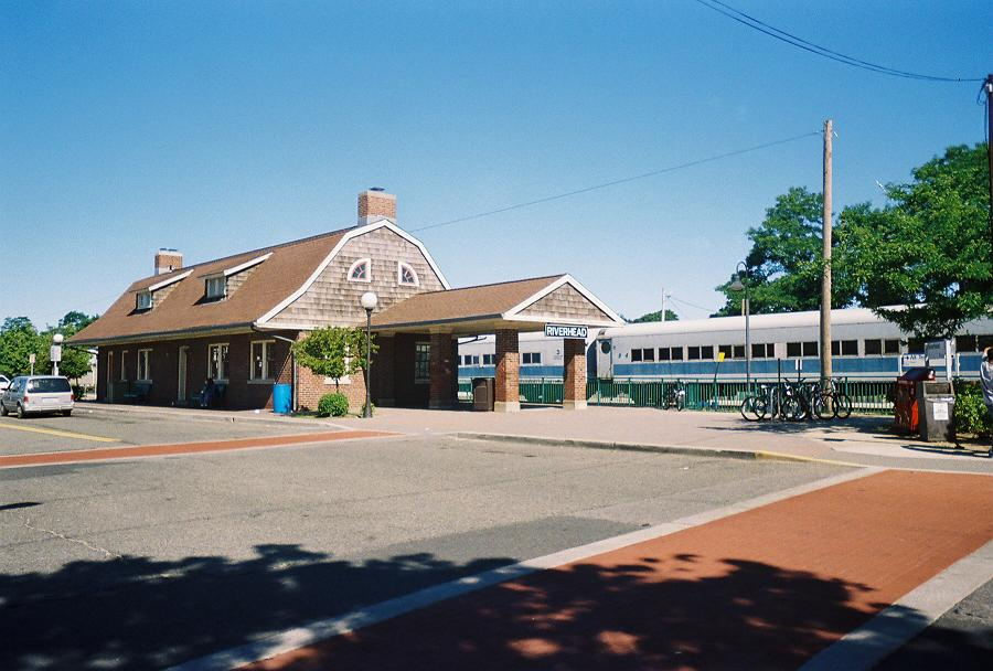 Riverhead Station(July 2007).jpg