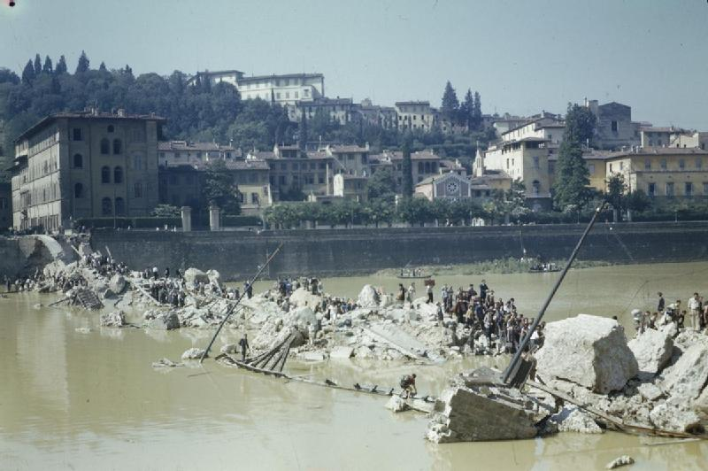 File:Scenes in Florence, Italy, 14 August 1944 TR2290.jpg