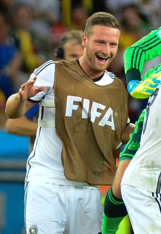 The 26-year old son of father (?) and mother(?) Shkodran Mustafi in 2018 photo. Shkodran Mustafi earned a  million dollar salary - leaving the net worth at 4 million in 2018