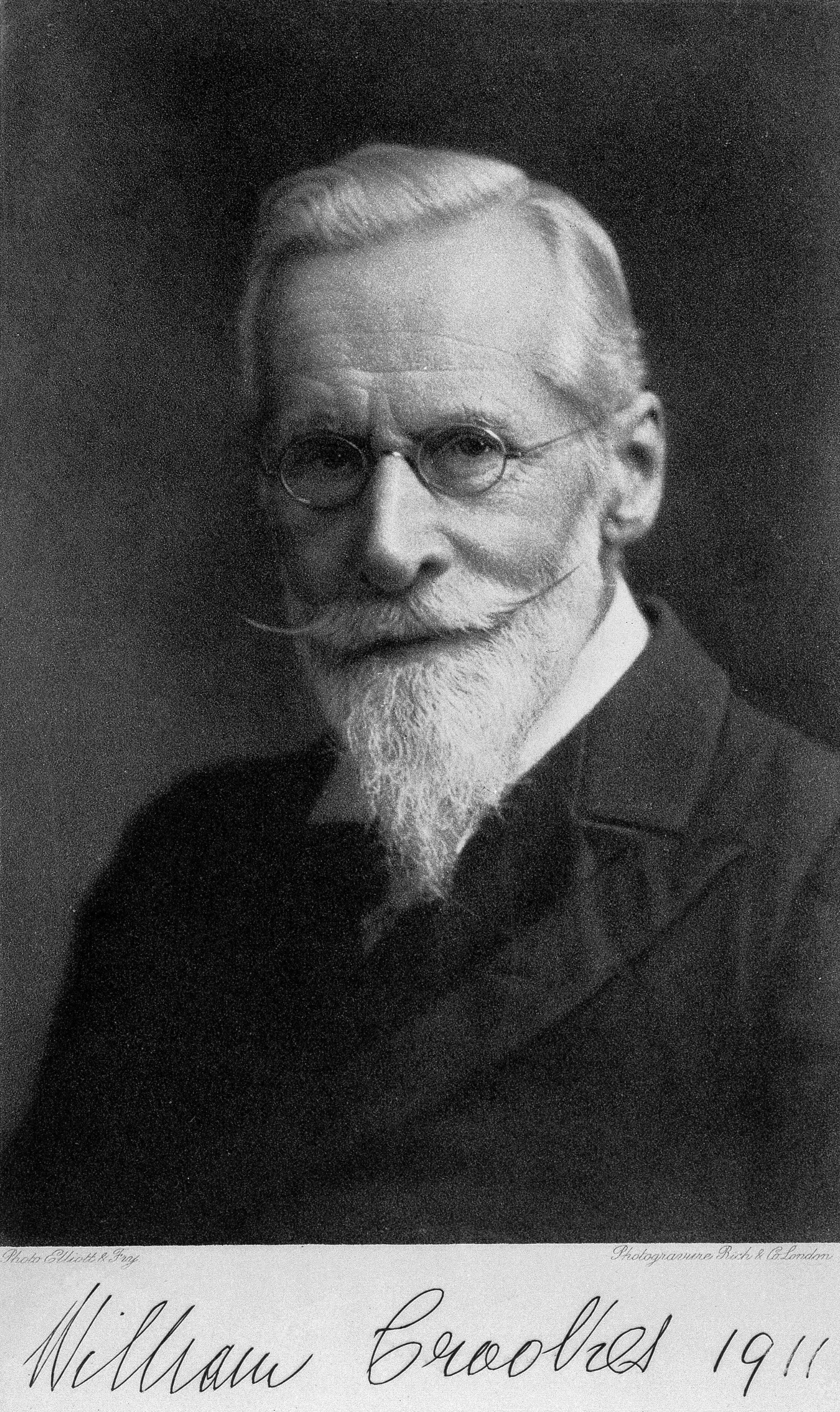 Image of Sir William Crookes from Wikidata