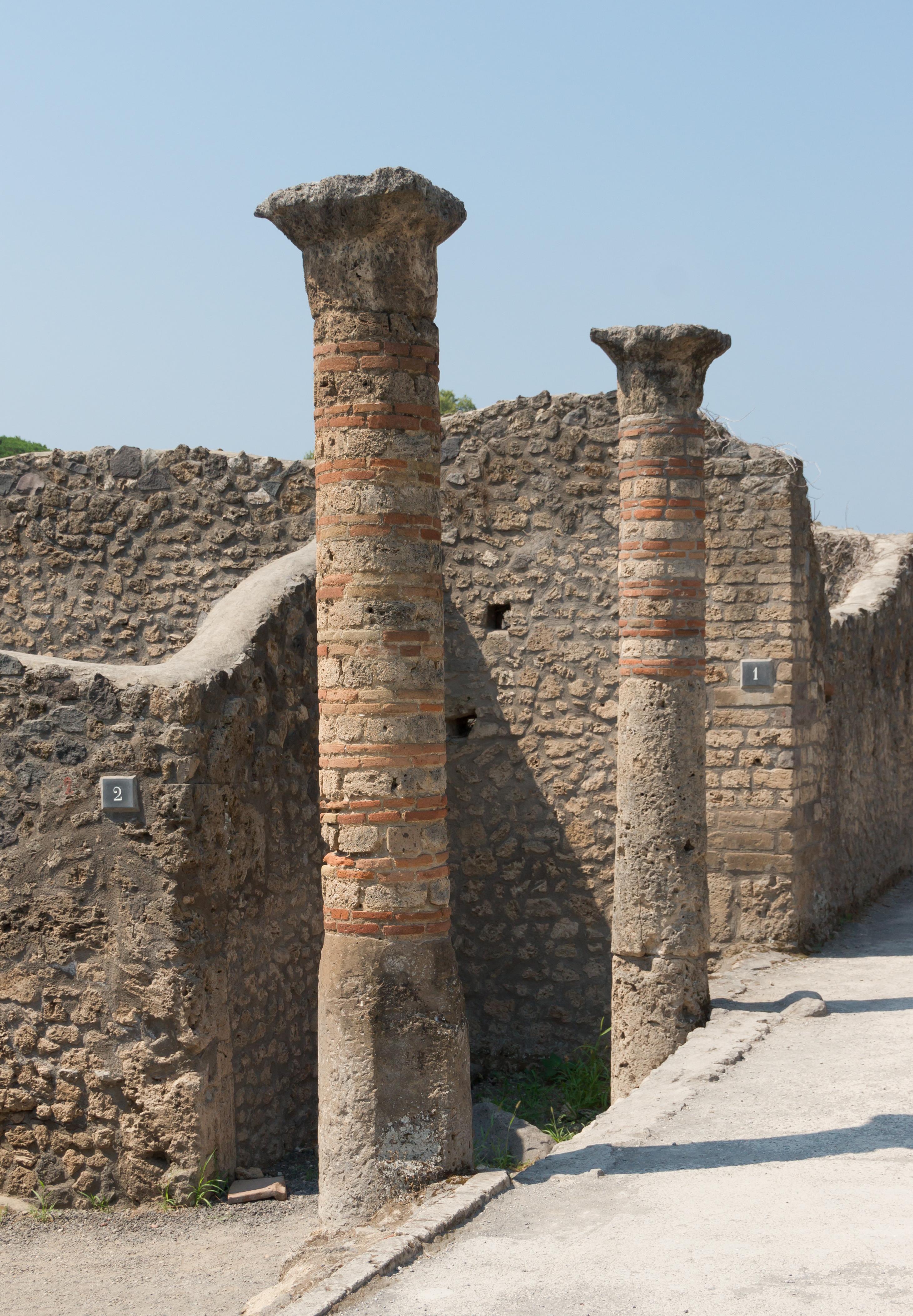 Brick And Stone Pillars : File stone brick columns in pompeii g wikimedia commons