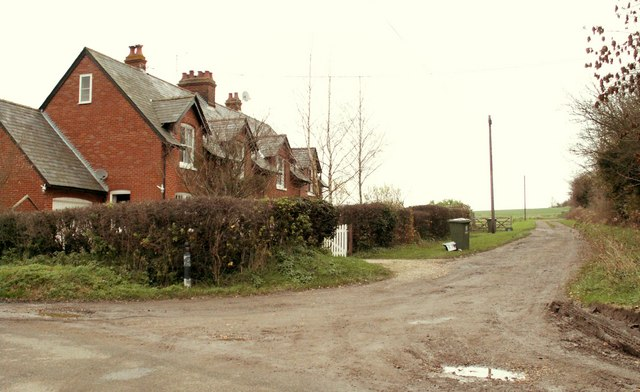 File:The approach lane to Camps Hall - geograph.org.uk - 290091.jpg