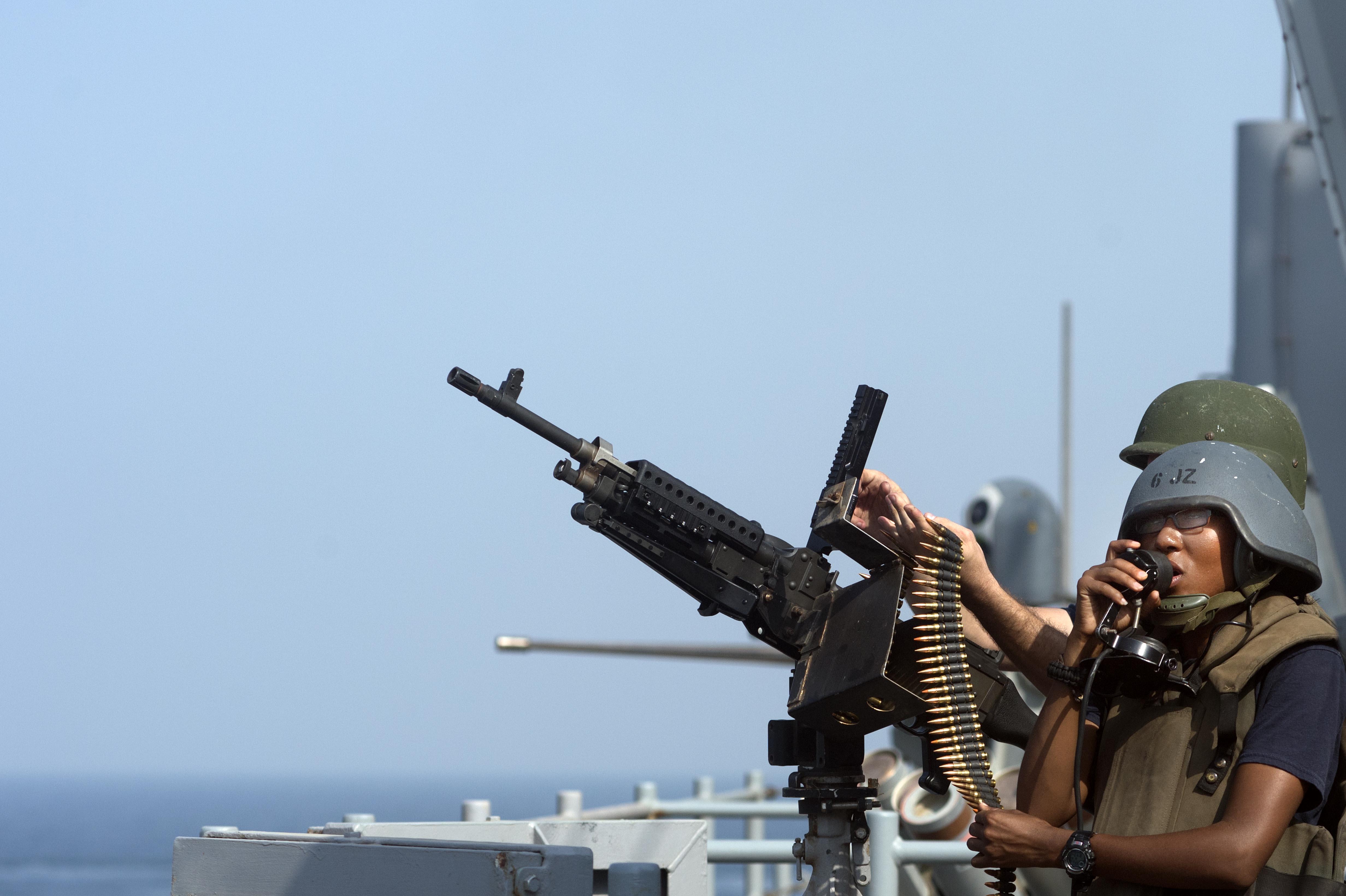 USS_Carter_Hall_(LSD_50)_130816-N-NB538-161_(9527898133).jpg