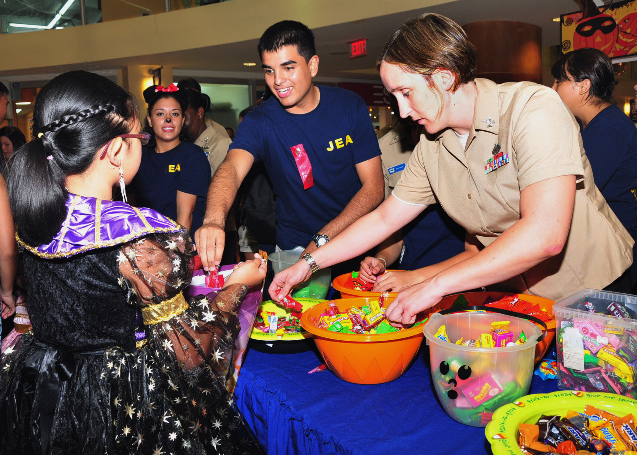 File Us Navy 111031 N Et019 953 Sailors Give Out Candy
