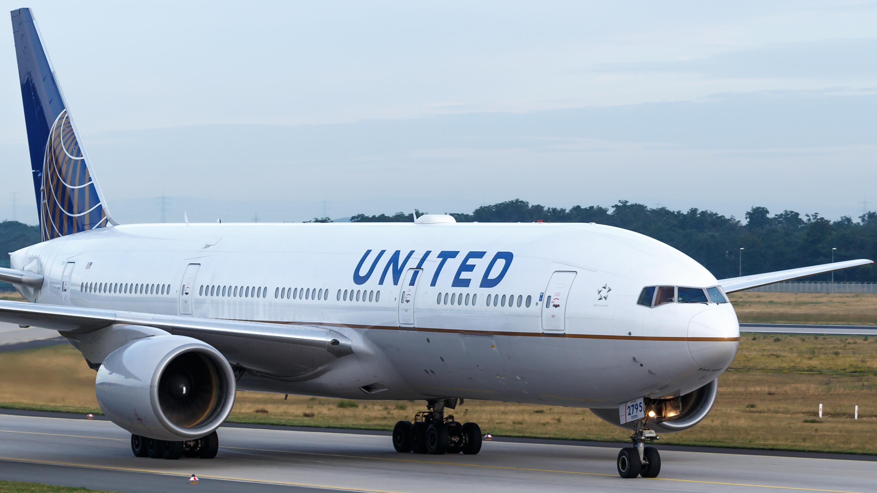 File:United Airlines Boeing 777-200ER (N795UA) at Frankfurt Airport.jpg -  Wikimedia Commons