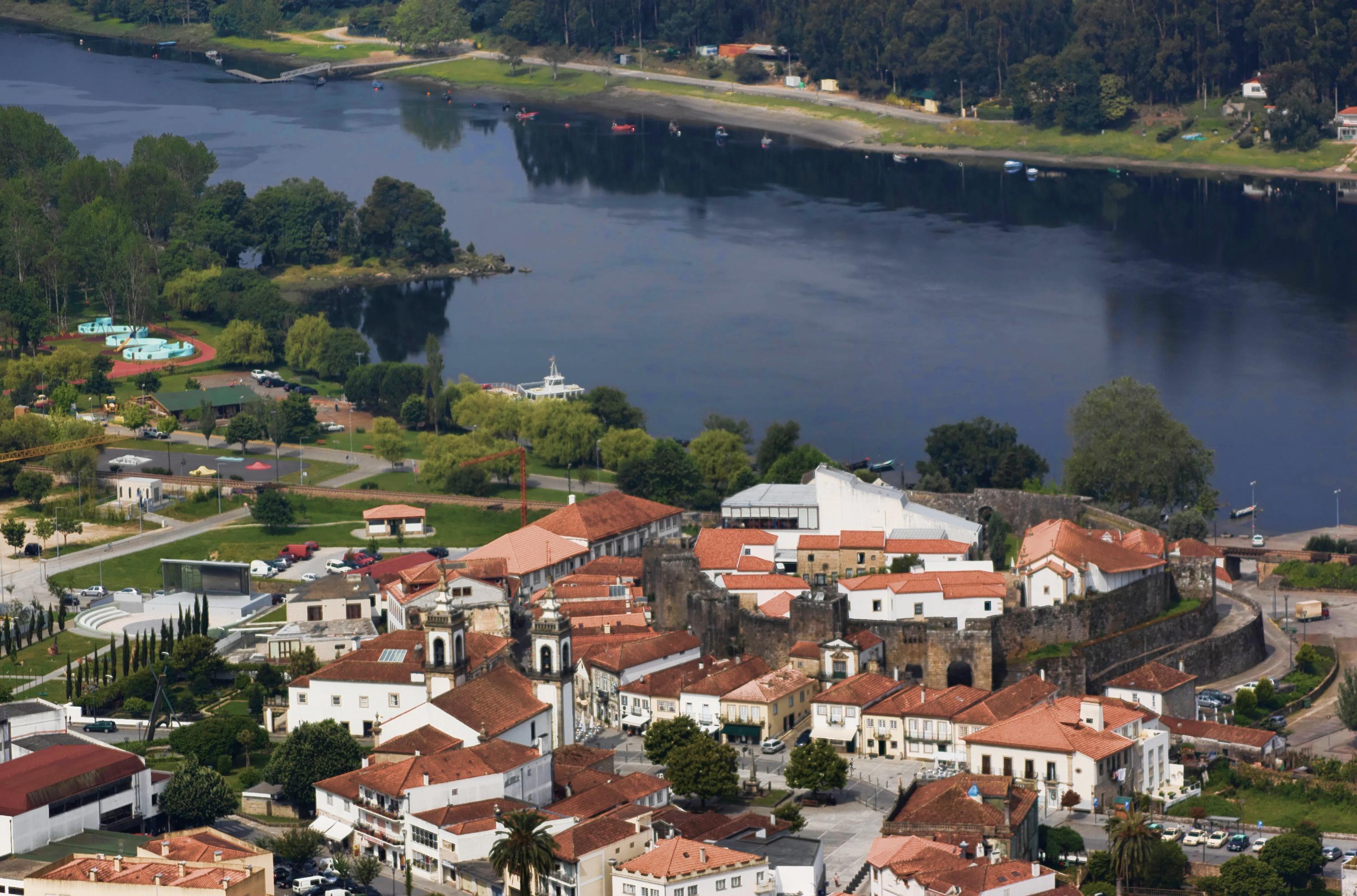 File vista do castelo de vila nova de - Vilanova de cerveira ...