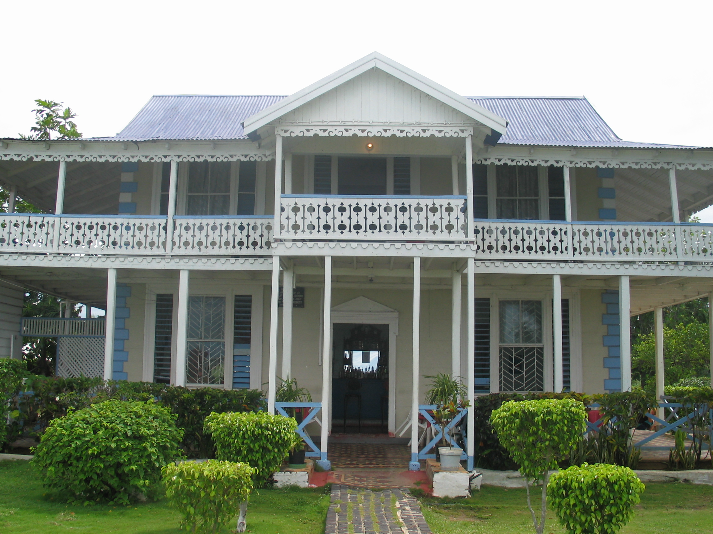 File waterloo guest house black river jamaica jpg for Homes for sale with guest house