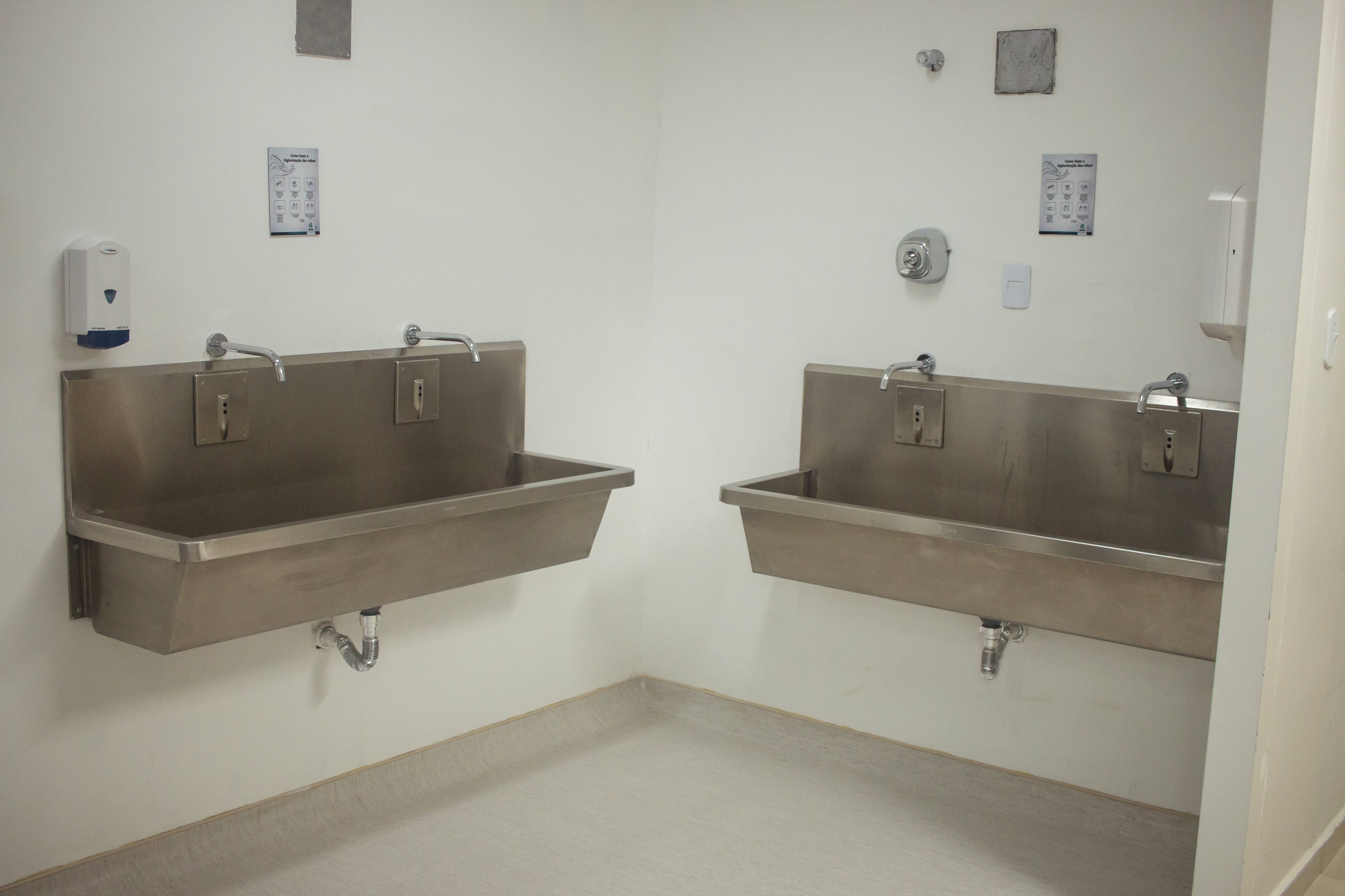 Stainless Steel Sink For Hospital In Use In Brazil
