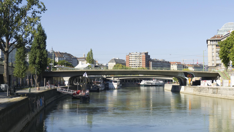 Wien 02 Schwedenbrücke c.jpg