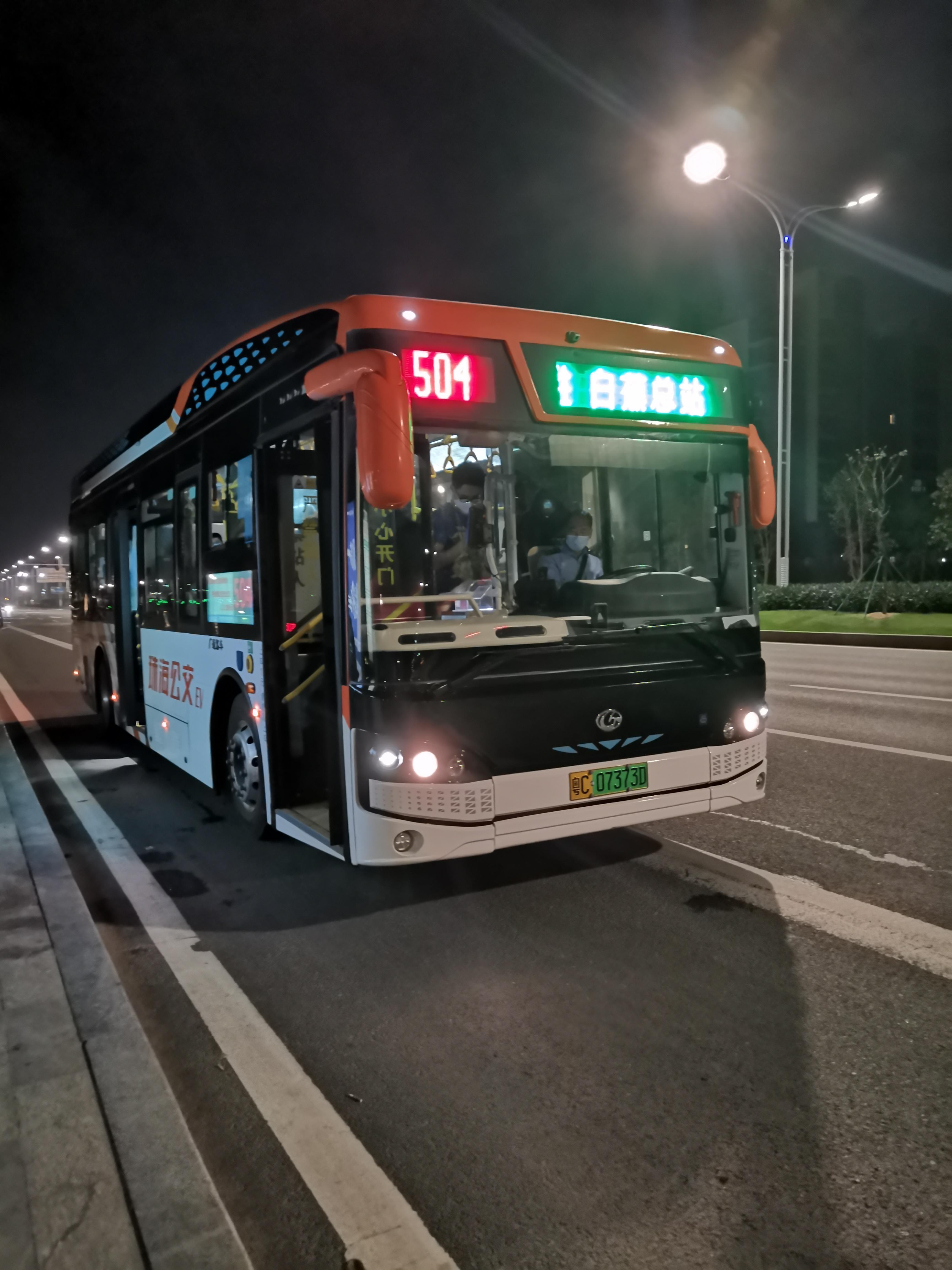 一辆行驶在珠海街头上的504路公交车-珠海市韩国外国语果川高中图片
