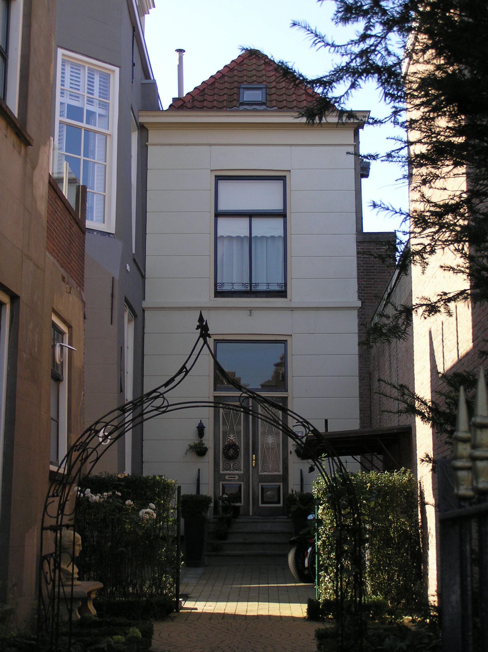 Huis met gepleisterde gevel in zierikzee monument - Provencaalse huis gevel ...