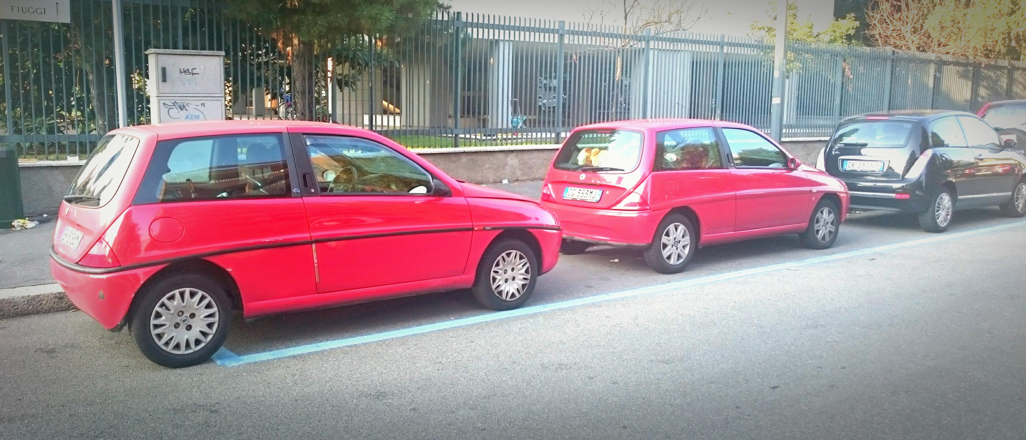 https://upload.wikimedia.org/wikipedia/commons/5/51/%2215_-_ITALY_-_Lancia_Y_%281995%29_-_Lancia_Y_restyling_%282000%29_-_Lancia_Ypsilon_%282003%29_parked_01.JPG