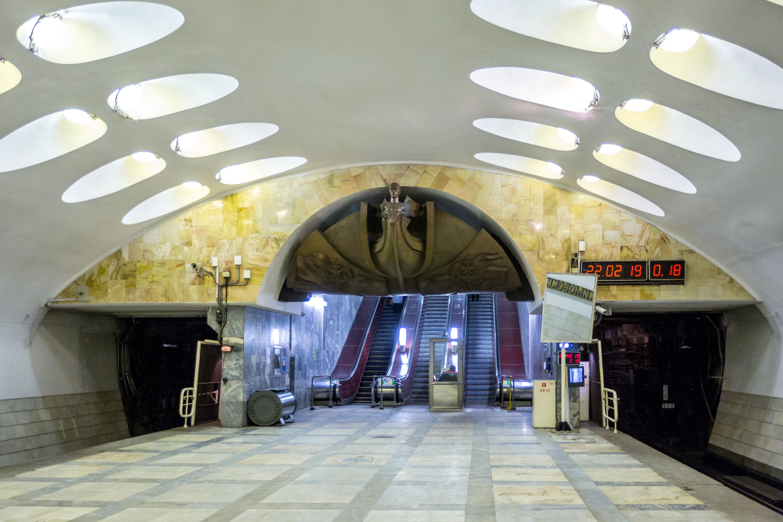 подружки пригласят метро нахимовский проспект выебал девку длинным
